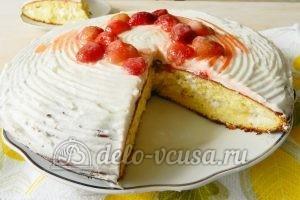 Бисквитный торт с клубникой: Торт в разрезе