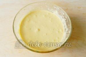 Бисквитный торт с клубникой: Перемешать тесто