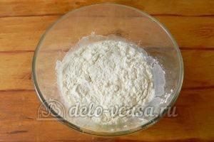 Блинный торт с заварным кремом: Добавить муку