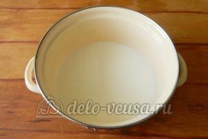 Блинный торт с заварным кремом: Кипятим молоко