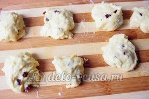 Дрожжевые булочки с изюмом: Тесто разделить