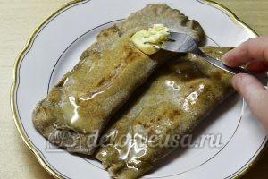 Кутабы из ржаной муки: Смазать сливочным маслом