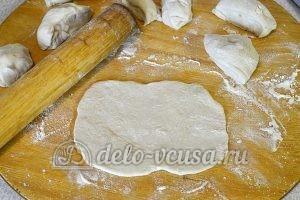 Кутабы с сыром и зеленью: Раскатать в лепешки