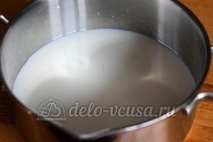 Молочный суп с вермишелью: Молоко довести до кипения