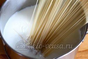 Молочный суп с вермишелью: Добавить макароны