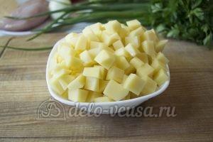 Овощной суп с фрикадельками: Порезать картошку