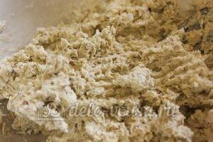 Овсяное печенье с сыром: К сухим ингредиентам добавить масло