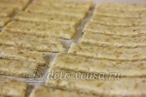 Овсяное печенье с сыром: Кладем печенье на противень
