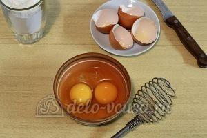 Печенье с корицей и изюмом: Взбить яйца
