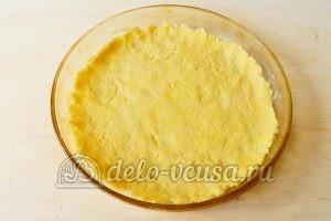 Песочный пирог с апельсинами: Выстелить тесто на дно формы