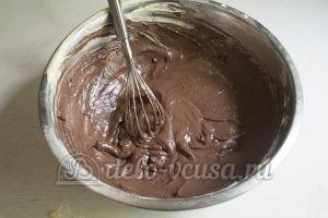 Пирог Утренняя роса: Добавить какао и молока
