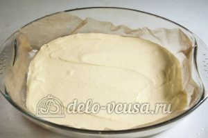 Пирог Утренняя роса: На дно формы вылить часть теста