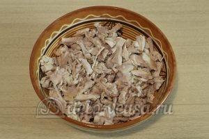 Салат Малахитовый браслет: Разобрать мясо с костей