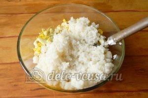 Салат с рисом и рыбными консервами: Добавить рис