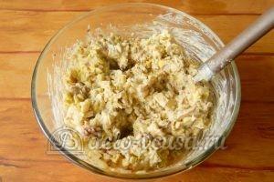 Салат с рисом и рыбными консервами: Перемешать