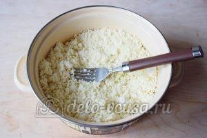 Сливочные сырники: Размять творог