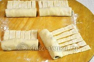 Слойки с мясом: Немного вытянуть тесто