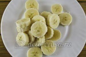 Овсяный смузи с бананом и киви: Порезать банан