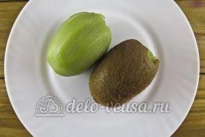 Овсяный смузи с бананом и киви: Чистим киви