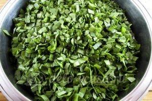 Щавель на зиму с солью: Измельчить листья