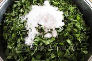 Щавель на зиму с солью: Добавить соль