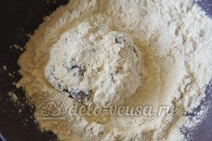 Сырники с черносливом: Формируем сырники