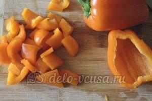 Стручковая фасоль с овощами: Перец порезать