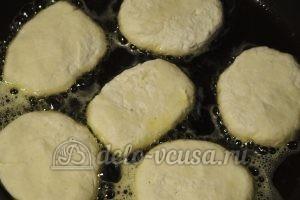 Ванильные сырники: Жарим сырники на среднем огне
