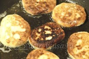 Ванильные сырники: Жарим сырники до румяной корочки