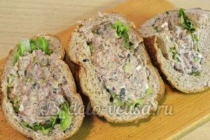 Фаршированный хлеб с рыбными консервами: Нафаршировать хлеб