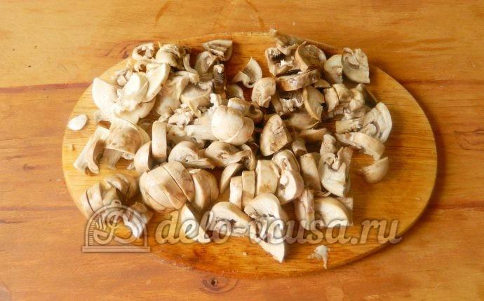 Жареная картошка с шампиньонами: Грибы крупно порезать