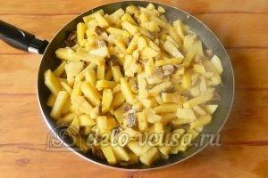 Жареная картошка с шампиньонами: Доводим картошку до готовности