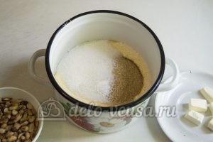 Карамельные конфеты с арахисом: Соединить сливки и сахар