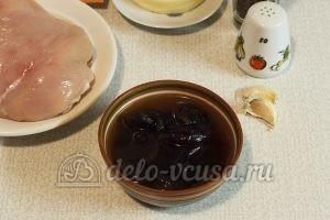 Куриный рулет с черносливом: Подготовить чернослив
