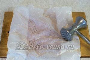 Куриный рулет с омлетом: Мясо отбить