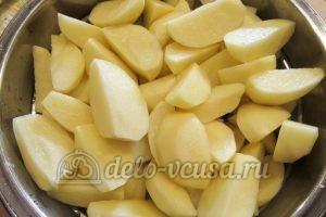Молодая картошка с луком: Порезать картошку