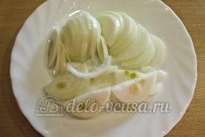 Молодая картошка с луком: Порезать лук