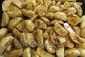 Молодая картошка с луком: Добавить специи