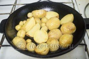 Молодая картошка с курицей: Картошку обжарить