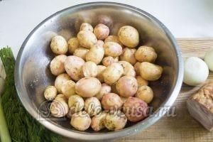 Молодая картошка с салом: Картошку вымыть