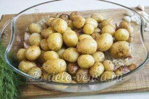 Молодая картошка с салом: Картошку обжарить