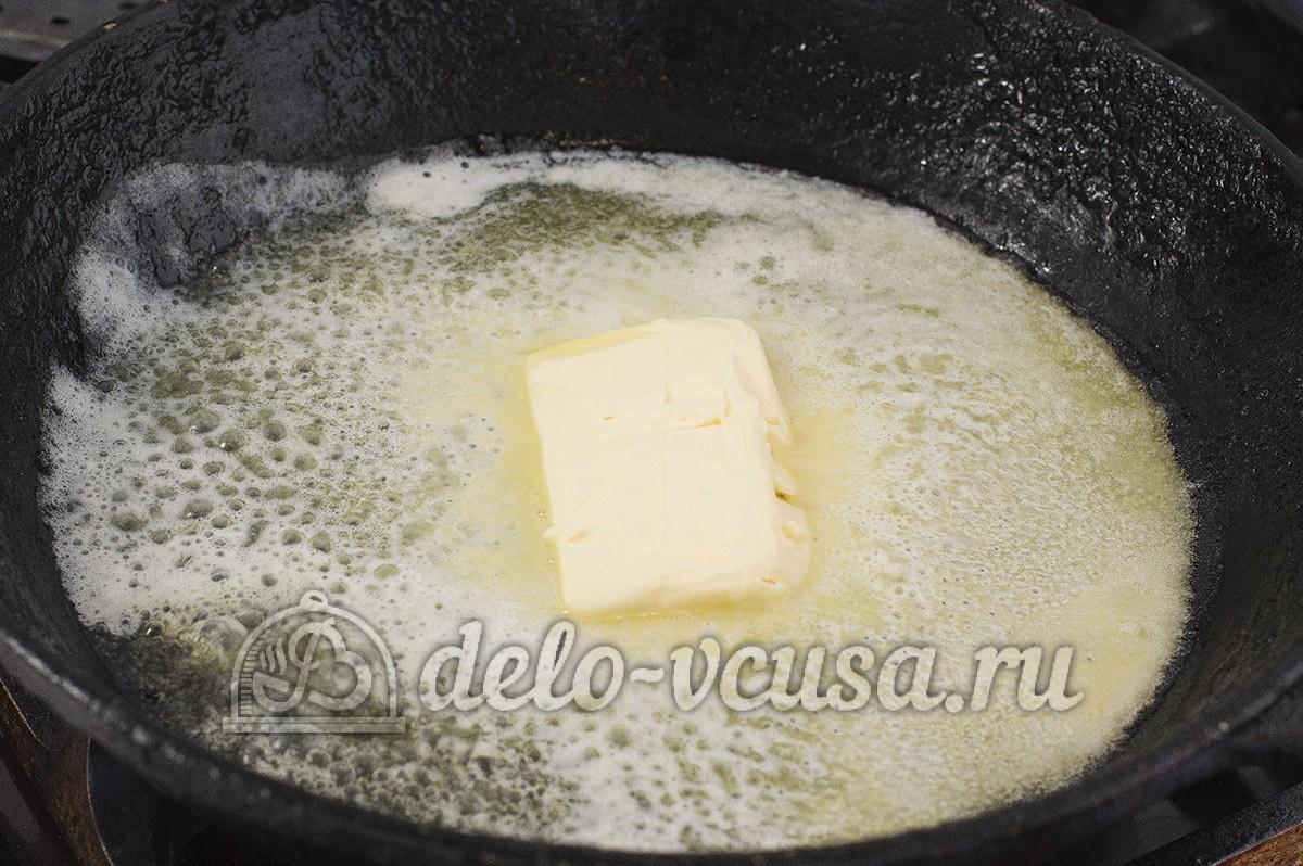 Пирожки с яйцом и луком в духовке: Разогреть сковородку