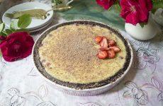Пирог с клубникой и заварным кремом