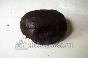 Пирог с клубникой и заварным кремом: Скатать в шар