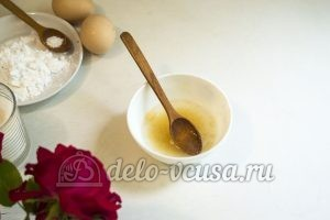 Пирог с клубникой и заварным кремом: Залить желатин водой