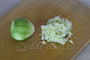 Салат из редьки с говядиной: Натереть редьку