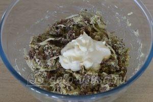 Салат из редьки с говядиной: Заправить салат