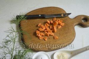 Суп с молодой картошкой и курицей: Порезать морковь
