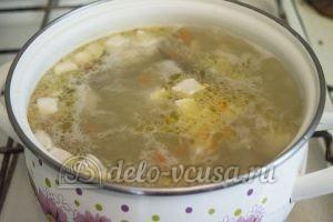 Суп с молодой картошкой и курицей: Добавить в суп курицу