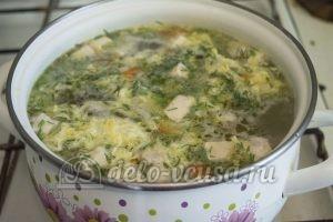 Суп с молодой картошкой и курицей: Добавить специи и яйцо